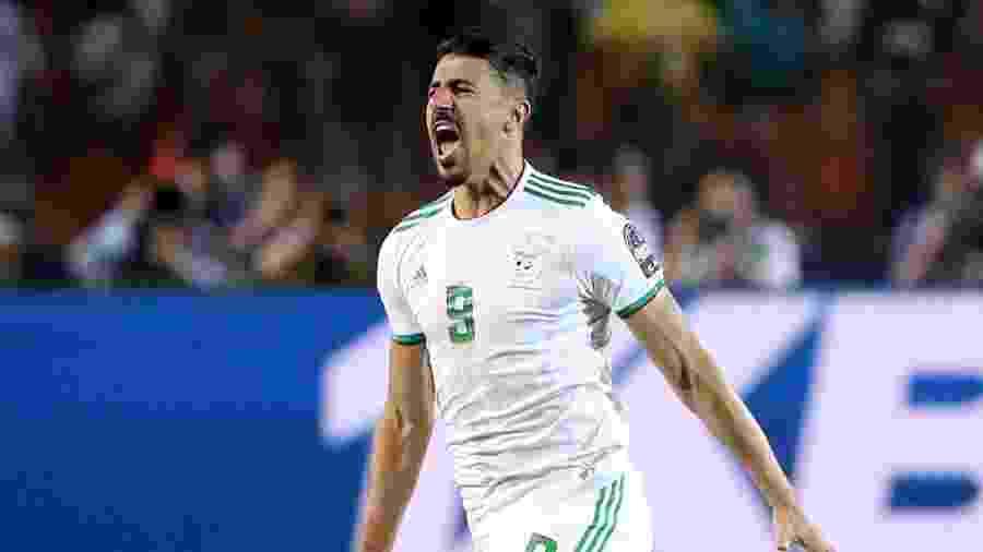 Baghdad Bounedjah comemora seu gol para a seleção da Argélia contra Senegal na final da Copa Africana das Nações - REUTERS/Suhaib Salem