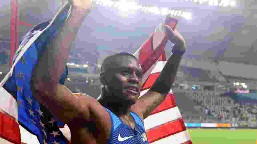 Christian Coleman comemora vitória na final dos 100m do Mundial de Doha - KIRILL KUDRYAVTSEV/AFP
