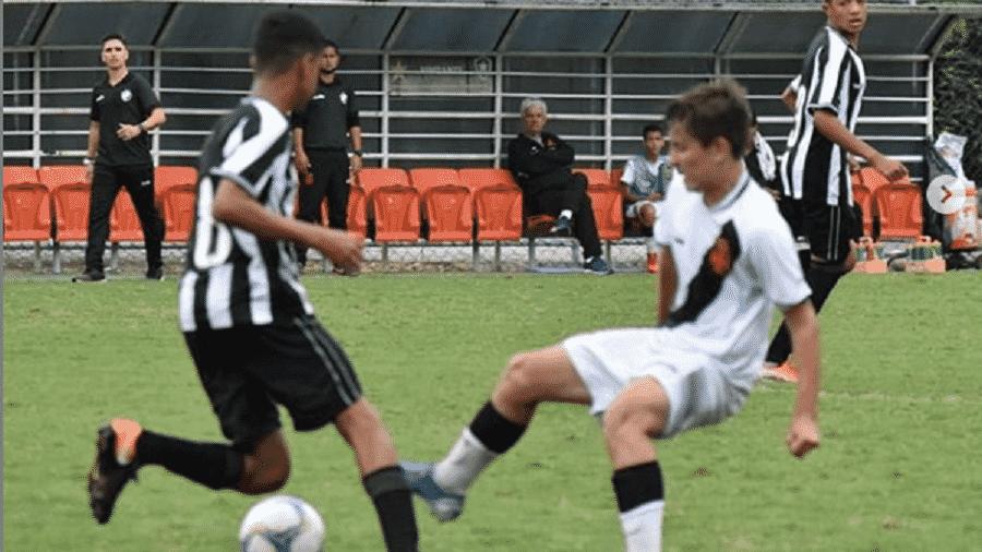 Bernardo Valim, de 13 anos, é motivo de polêmica entre Botafogo e Athletico - Reprodução/Instagram