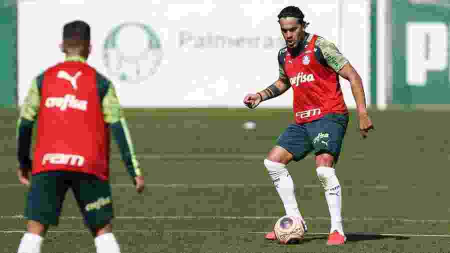 Gustavo Gómez em ação em treino do Palmeiras na Academia de Futebol - Cesar Greco/Palmeiras