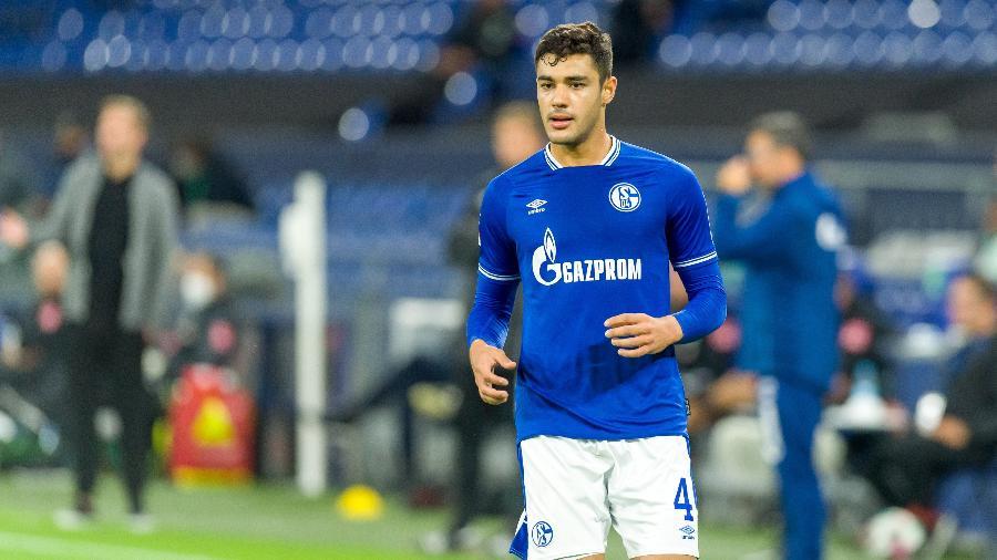 Ozan Kabak, defensor do Schalke 04, é alvo de Milan e Liverpool - Mario Hommes/DeFodi Images via Getty Images