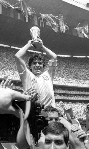 Diego Maradona comemora conquista da Copa do Mundo 1986, no México