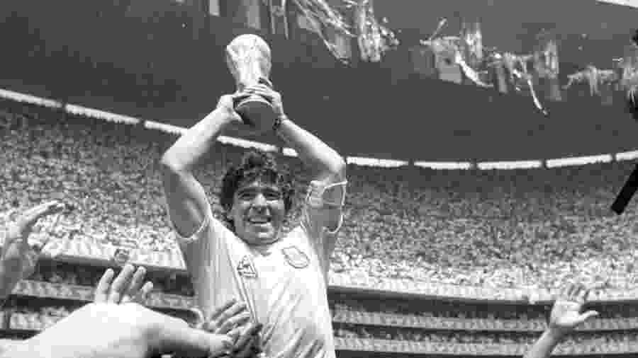 Diego Maradona comemora conquista da Copa do Mundo 1986, no México - © Gary Hershorn / Reuters/Folhapress