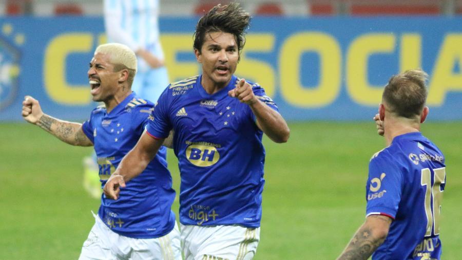 Marcelo Moreno comemora gol de empate do Cruzeiro com o Londrina - FERNANDO MORENO/AGIF - AGÊNCIA DE FOTOGRAFIA/ESTADÃO CONTEÚDO