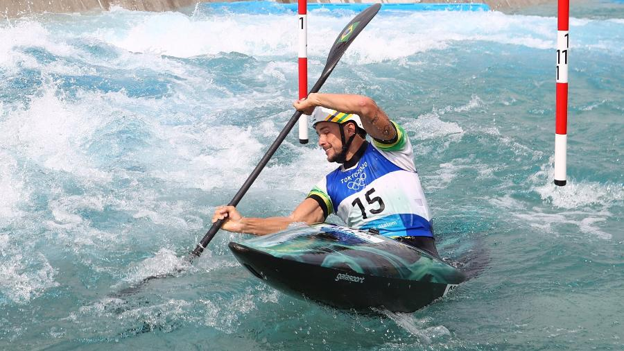 Pepê Gonçalves para nas semifinais da canoagem slalom K1 nas Olimpíadas de Tóquio - Stoyan Nenov/Reuters