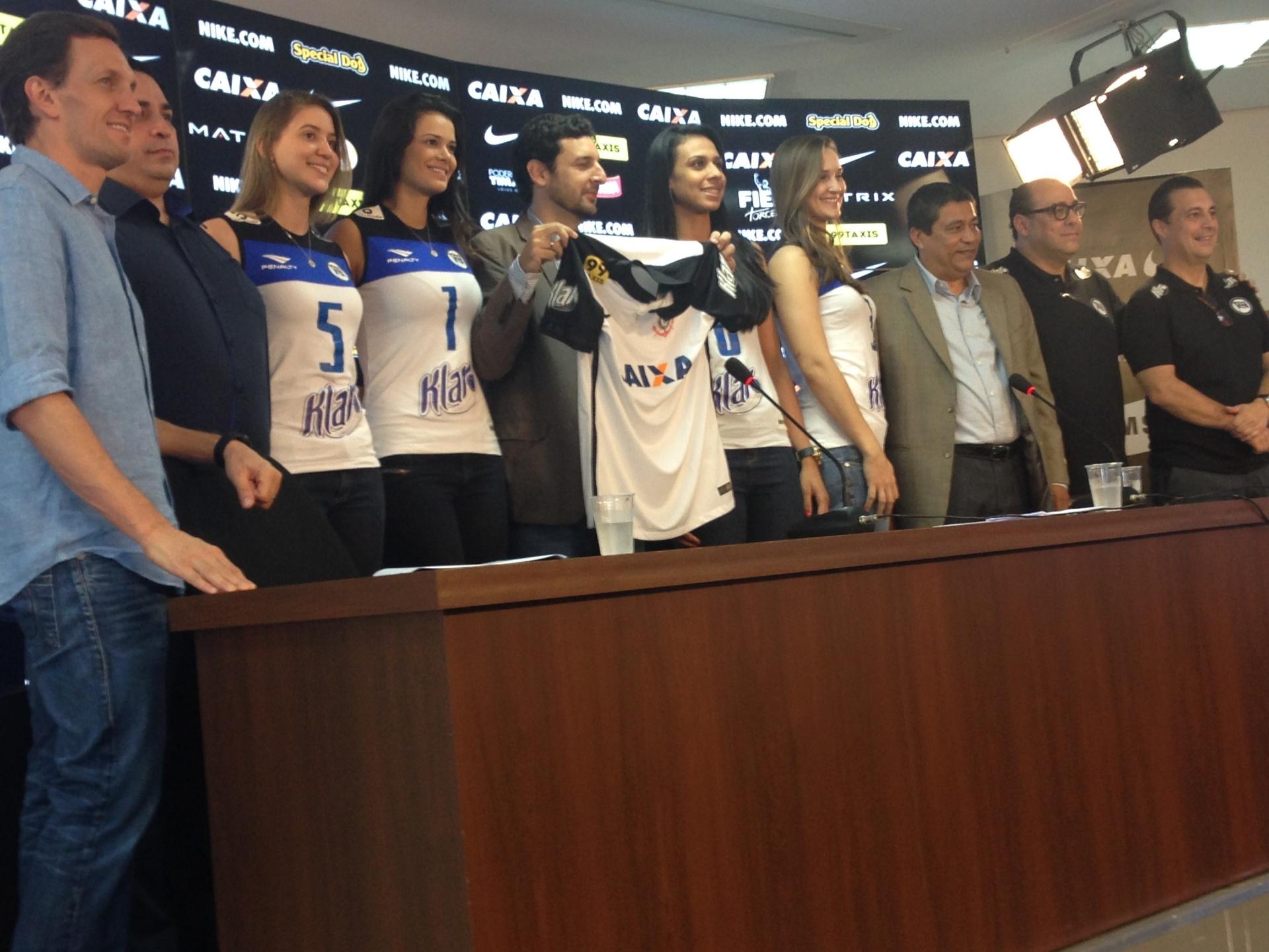 Corinthians anuncia novo patrocínio e pode ter rodízio de marcas na camisa  - 02 12 2015 - UOL Esporte f9c2118fc5386