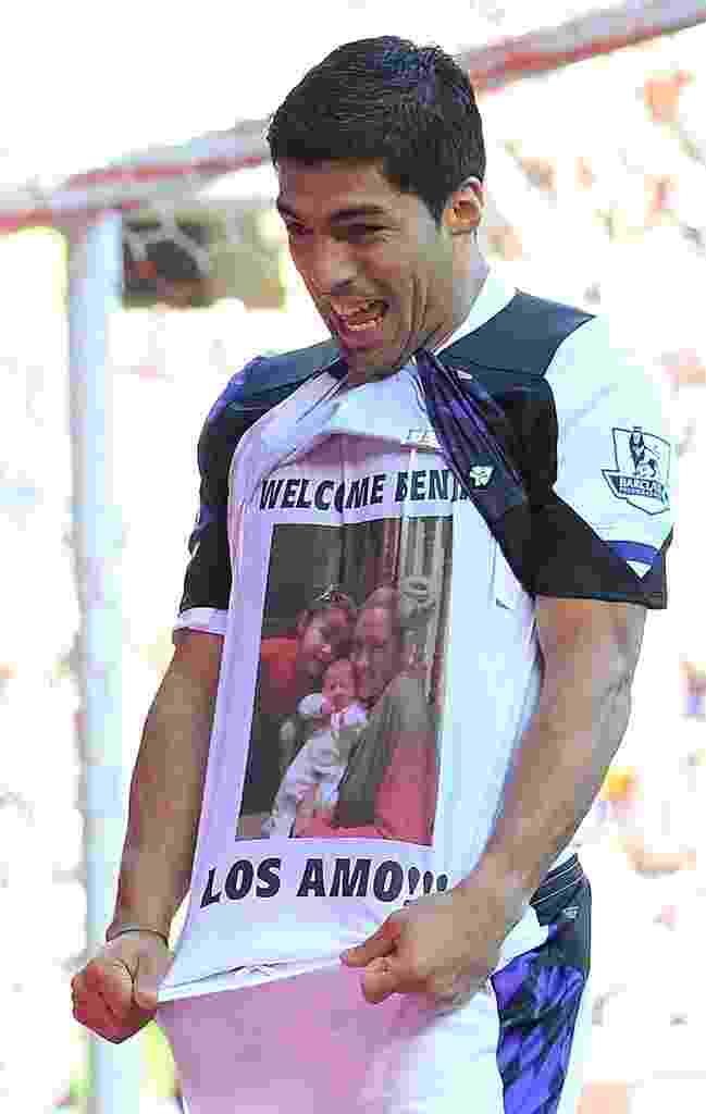 Suárez presta homenagem para a família após nascimento de Benjamin - AFP PHOTO / ANDREW YATES