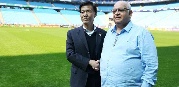 Presidente do Grêmio (d) também responderá interinamente pelo departamento de futebol