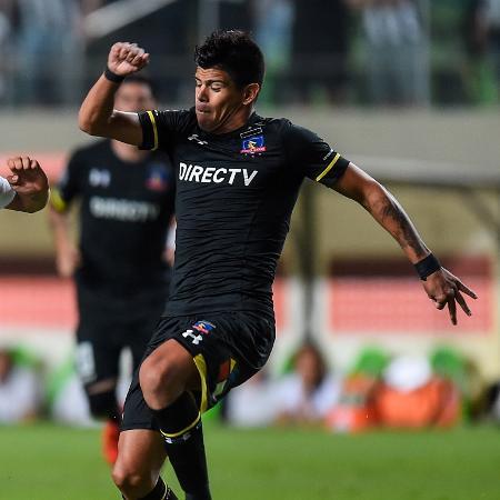 Esteban Pavez (direita) em ação em jogo contra Alético-MG - Pedro Vilela/Getty Images