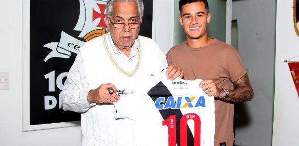 Philippe Coutinho recebe homenagem de Eurico Miranda, presidente do Vasco