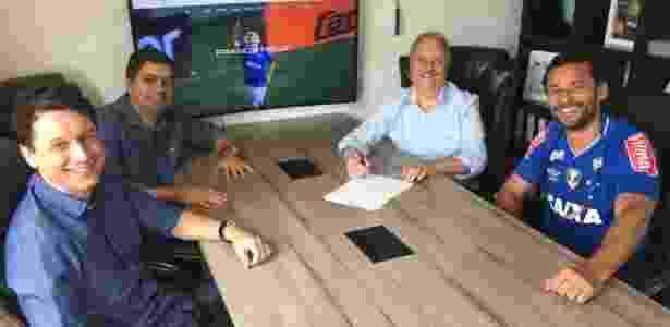 Fred assinou com o Cruzeiro em dezembro de 2017 após rescindir com o Atlético-MG - Divulgação