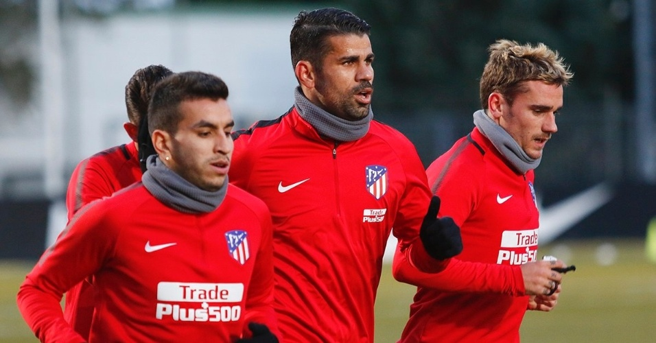 O atacante Diego Costa treina com o elenco do Atlético de Madrid