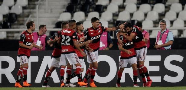 Jogadores do Flamengo comemoram o gol de Henrique Dourado contra o River Plate