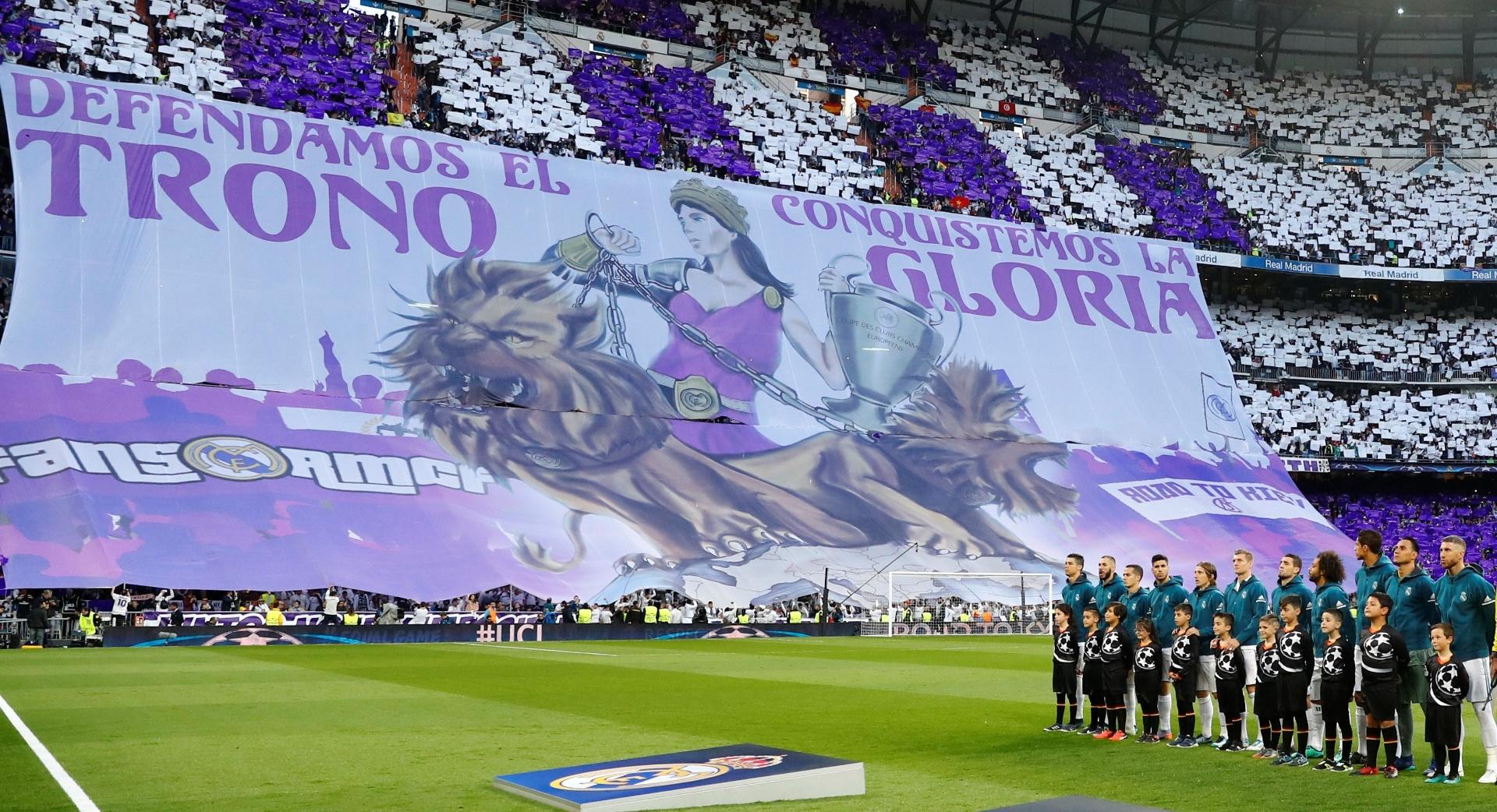 A torcida do Real Madrid fez um belo mosaico antes da partida começar no Santiago Bernabéu