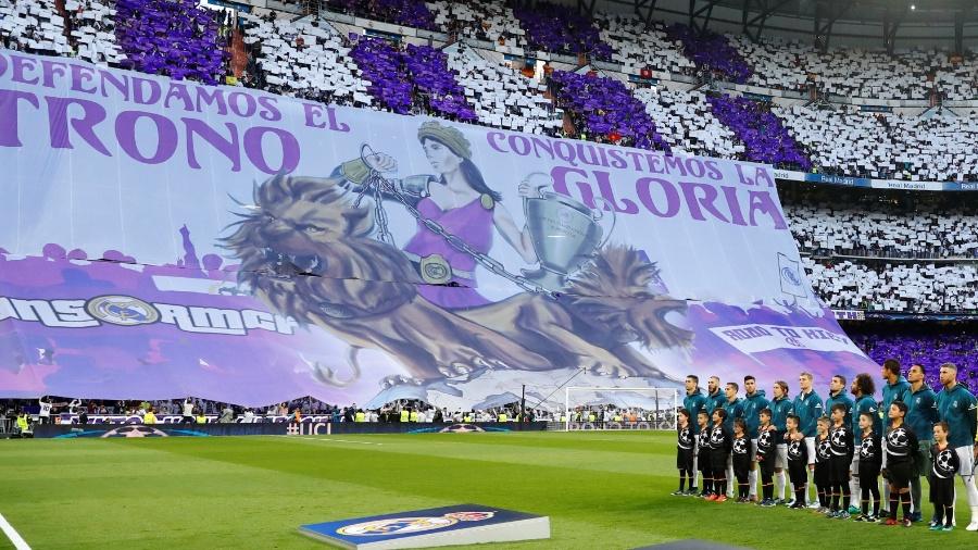A torcida do Real Madrid fez um belo mosaico antes da partida começar no Santiago Bernabéu  - REUTERS