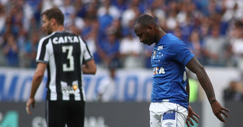 Sassá, atacante do Cruzeiro, durante a partida contra o Botafogo