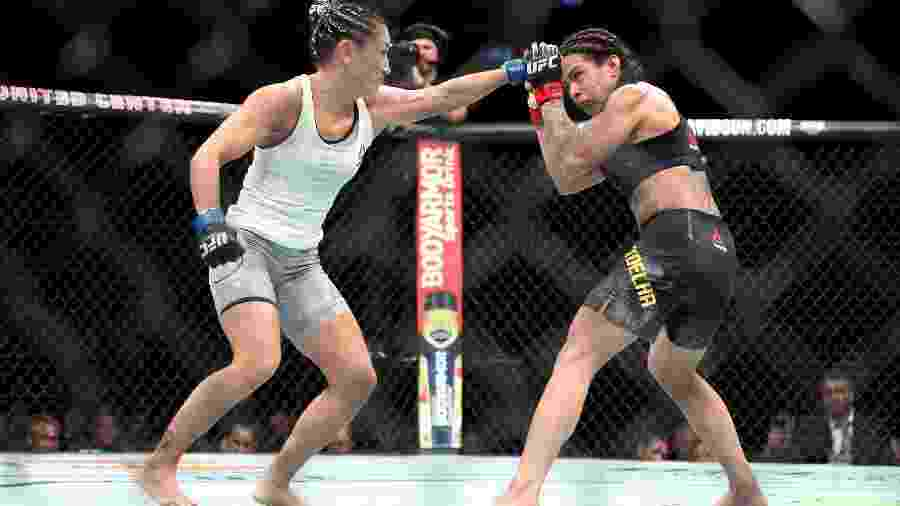 Claudia Gadelha (à direita) e Carla Esparza se enfrentaram no UFC 225 - Dylan Buell/Getty Images