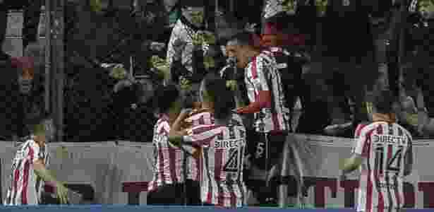 Time argentino pode ter até seis jovens como titulares diante do Grêmio, nesta terça - AFP PHOTO / JAVIER GONZALEZ TOLEDO