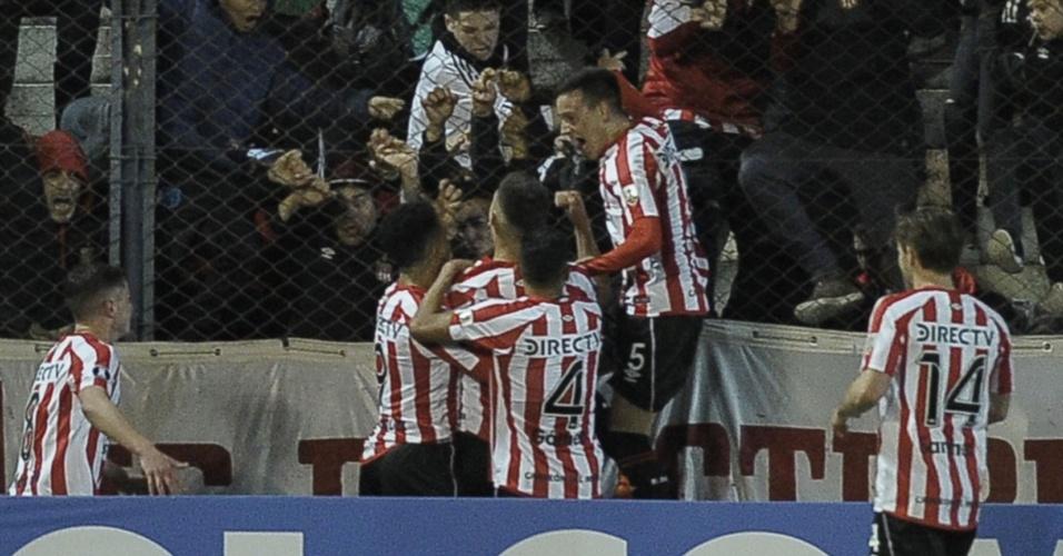 Jogadores do Estudiantes comemoram gol contra o Grêmio em jogo da Libertadores