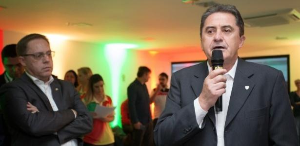 Francisco Noveletto (e) é presidente da Federação Gaúcha de Futebol e será vice da CBF - Karine Viana/Palácio Piratini