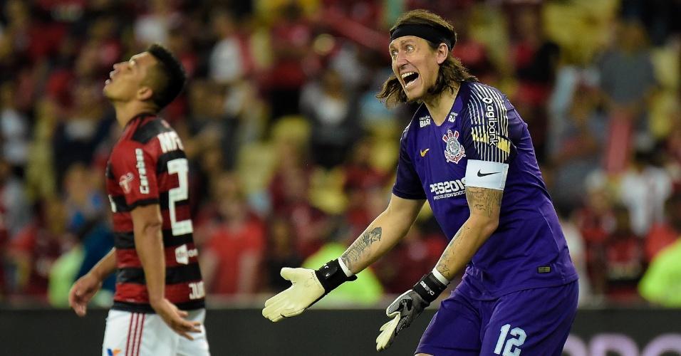 Cássio reclama com defesa do Corinthians em jogo contra o Flamengo