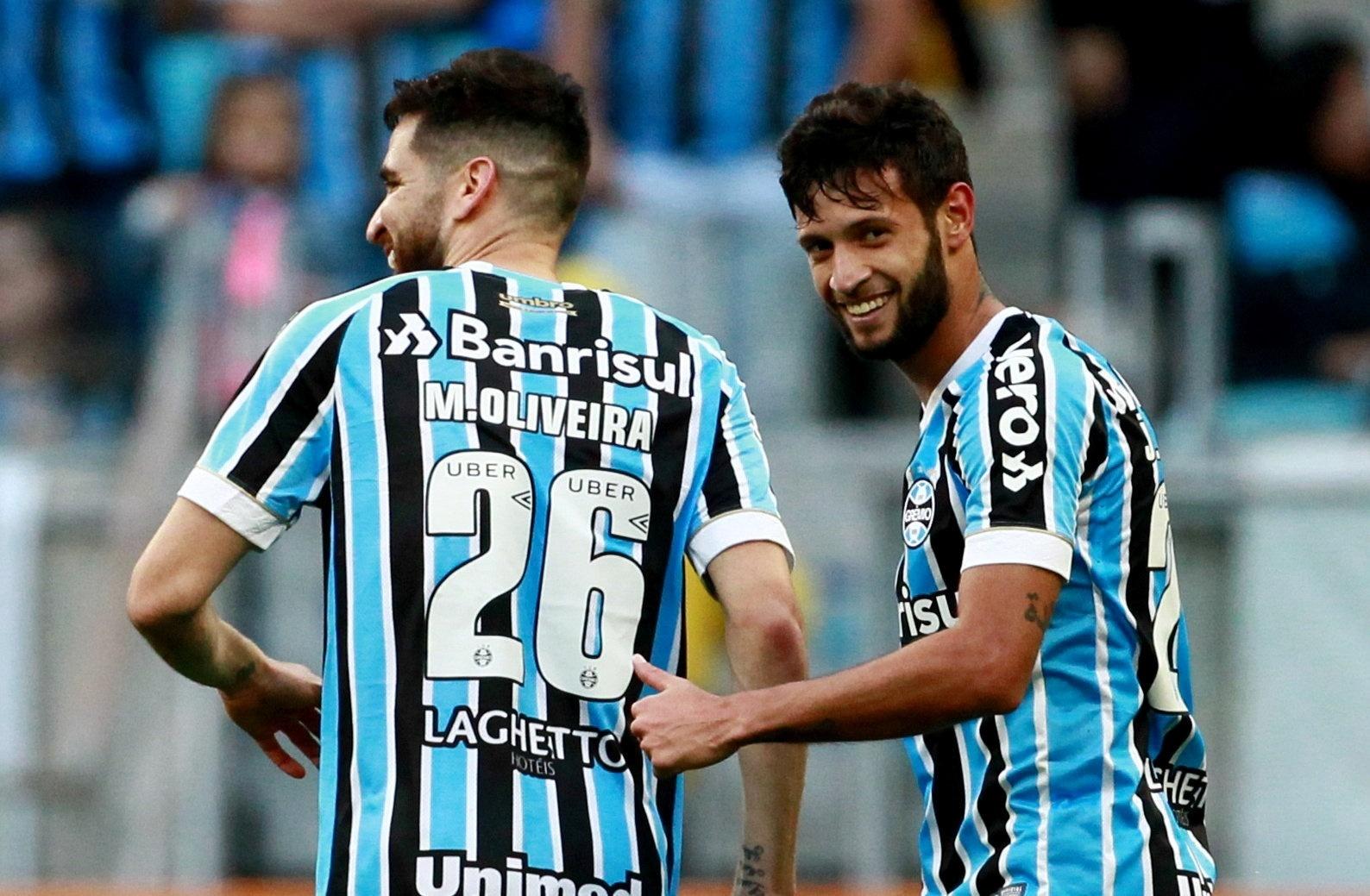 Grêmio fura retranca e bate Paraná por 2 a 0 com direito a gol de estreante  - 15 09 2018 - UOL Esporte 920516270dd3a