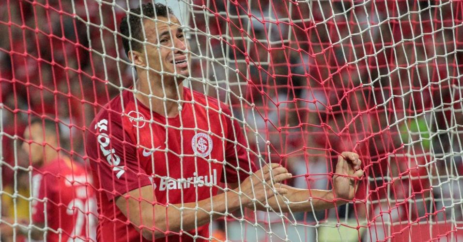 Leandro Damião lamenta chance perdida em jogo entre Internacional e Atlético-MG