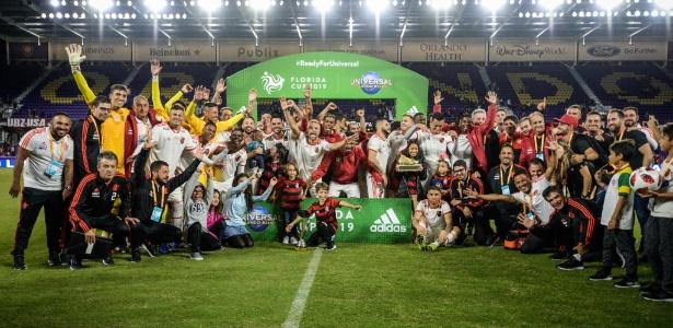 Time do Flamengo festeja o título da Florida Cup