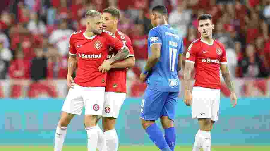 Nico Lopez se revolta com Edilson em jogo entre Inter e Cruzeiro - Pedro H. Tesch/AGIF