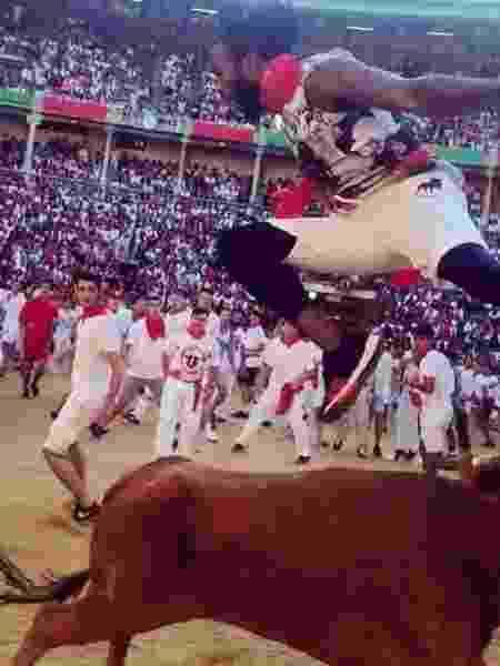 Josh Norman salta touro na Espanha - Reprodução