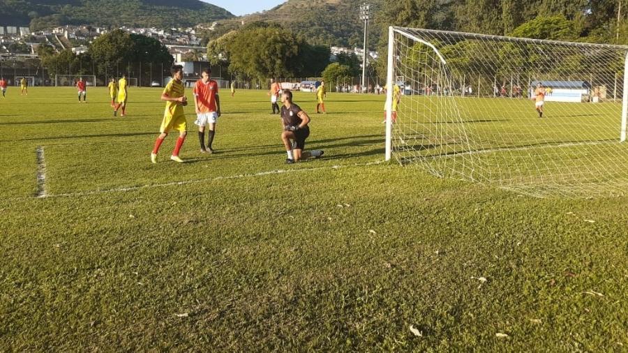 Bruno voltou aos gramados em time de Minas Gerais - Franco Junior/UOL