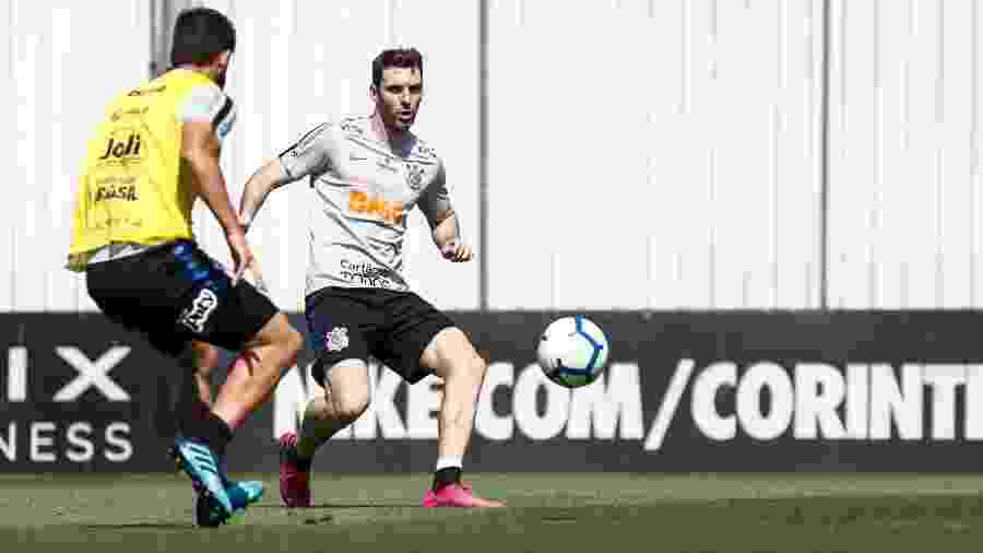Boselli, atacante do Corinthians, treinou finalizações no CT Joaquim Grava com os companheiros - Rodrigo Gazzanel/Agência Corinthians