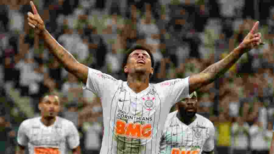Gustagol comemora ao abrir o placar para o Corinthians contra o Avaí na Arena - Bruno Ulivieri/AGIF