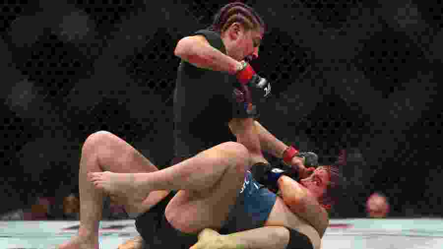 Maycee Barber sofreu uma derrota para Roxanne Modafferi - Mark J. Rebilas / USA TODAY Sports