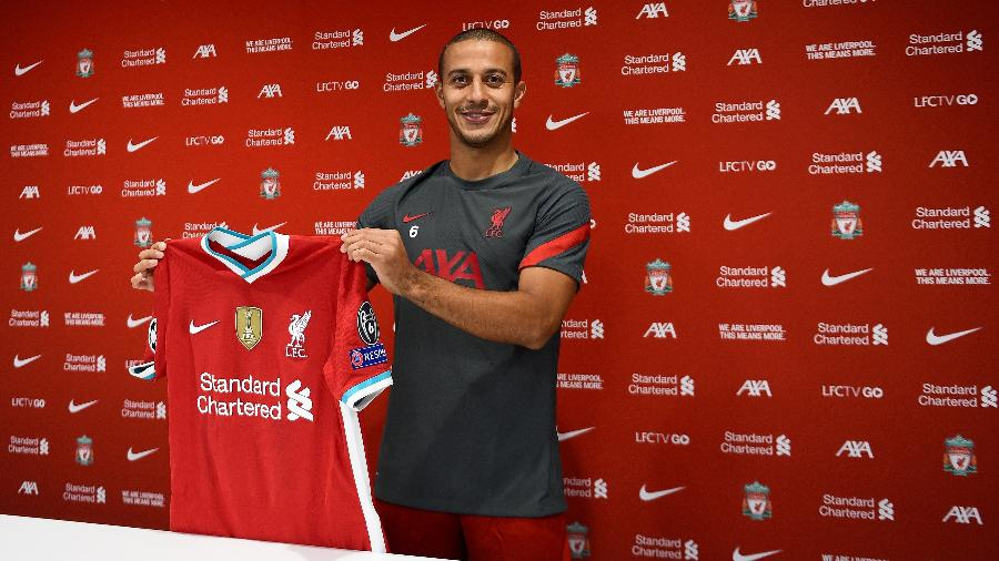 """Contrato de Thiago Alcântara com o Liverpool será """"de longo prazo"""", disse o clube inglês - Andrew Powell/Liverpool FC via Getty Images"""