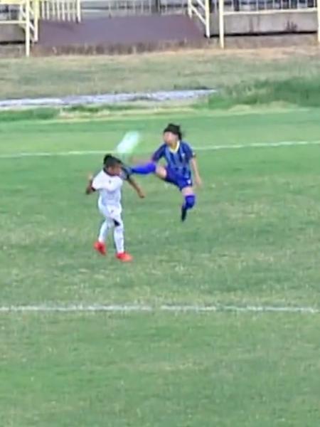 Janete, do Tiradentes-PI, atingiu rival com uma voadora em disputa de bola - Reprodução
