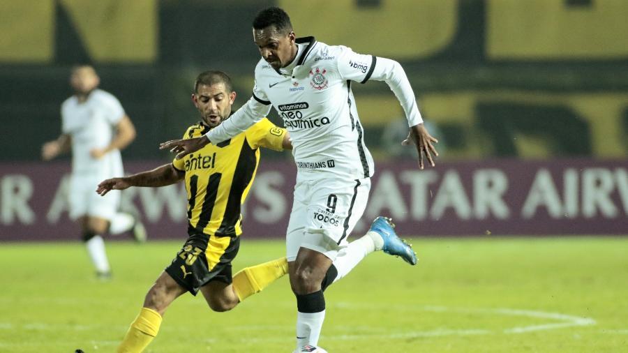Jô, atacante do Corinthians, contra o Peñarol, pela Sul-Americana - Rodrigo Coca/Agência Corinthians