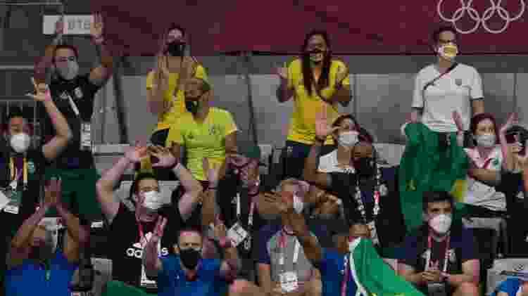 Brasil contou com torcida formada por atletas: nadadora Ana Marcela esteve presente (cabelo verde) - Julio César Guimarães/COB - Julio César Guimarães/COB