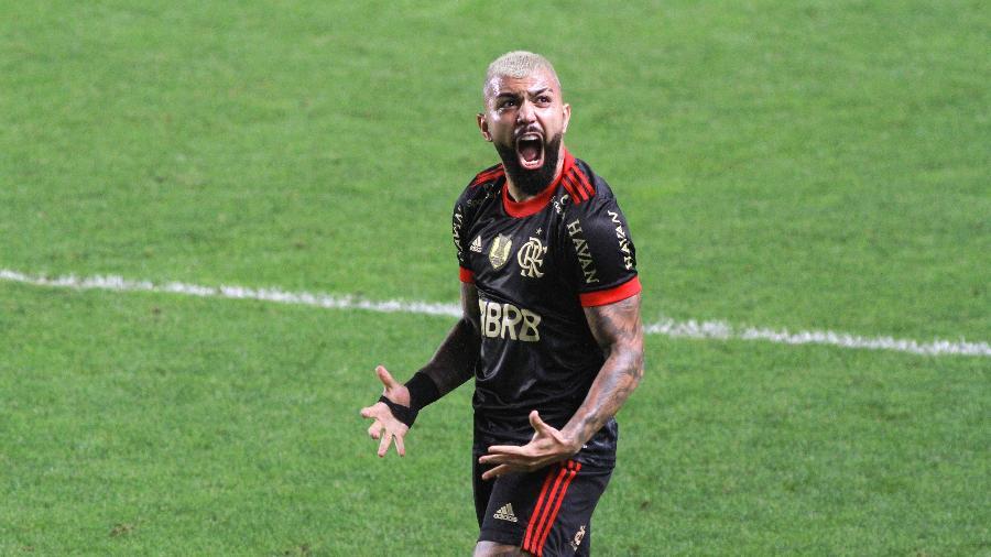 Gabigol comemora após marcar pelo Flamengo diante do Santos, no Brasileirão - Fernanda Luz/AGIF