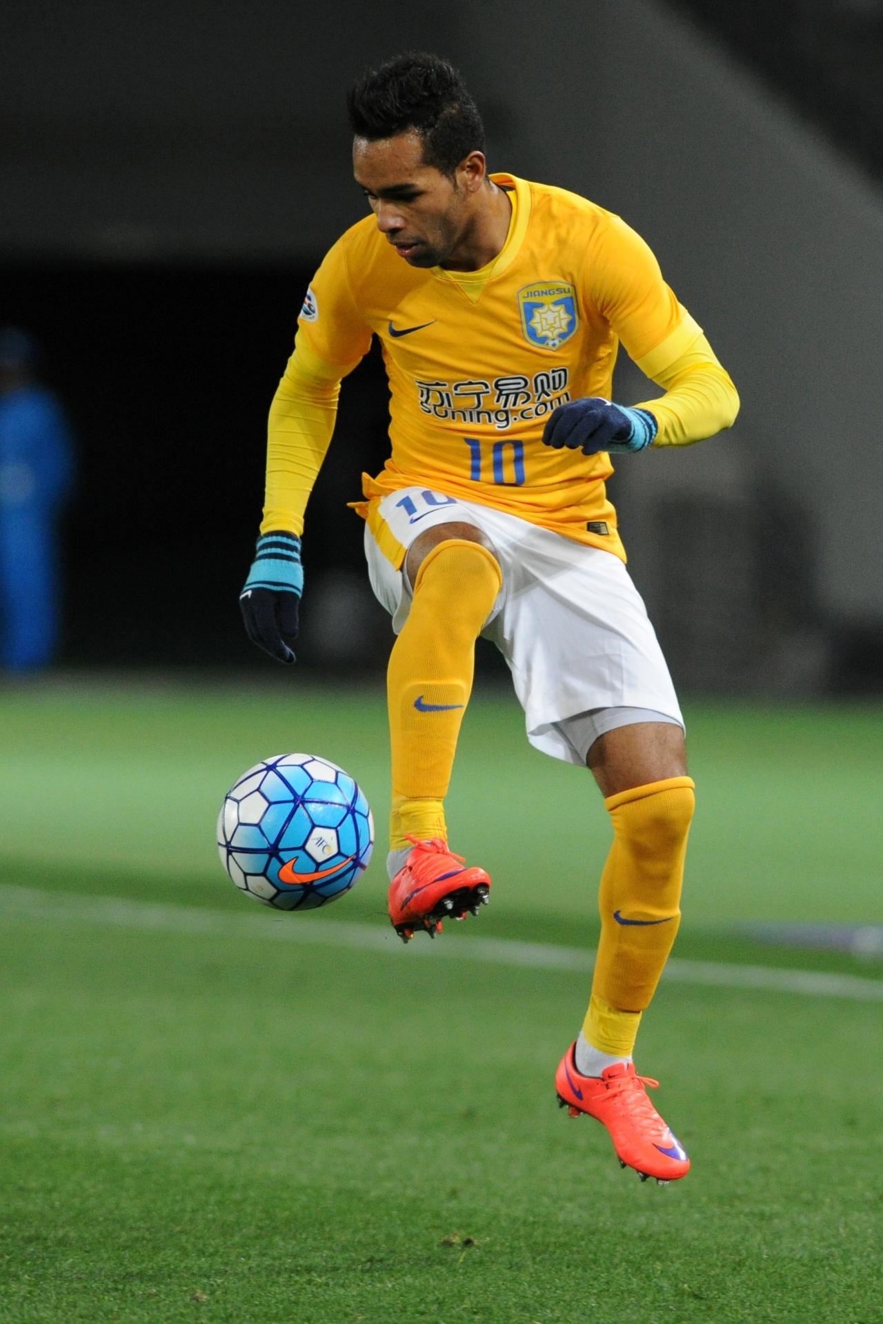 Alex Teixeira custará R  8 mi ao Corinthians e tem cláusula para Europa -  24 02 2018 - UOL Esporte 9578a25269528