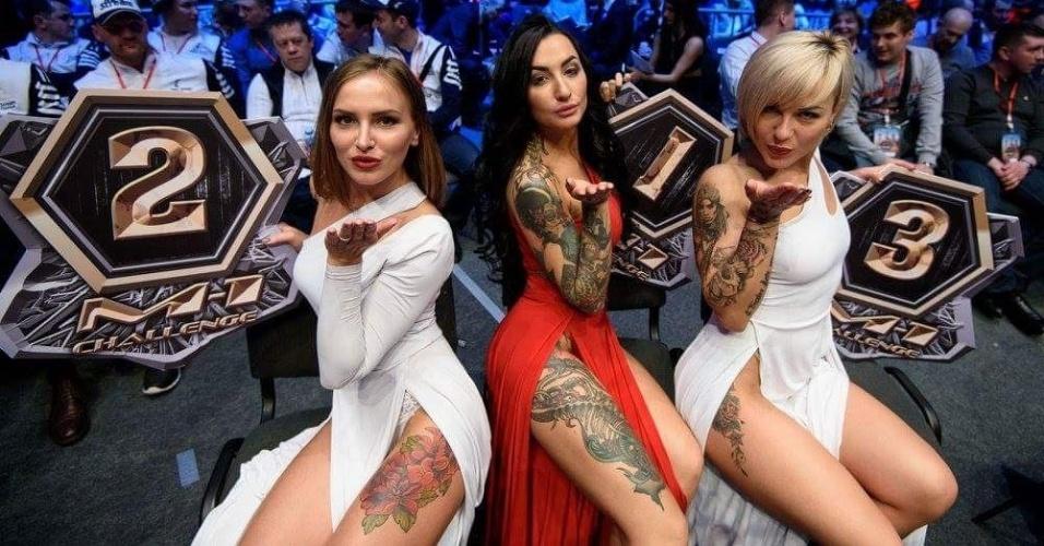 Evento de MMA russo usa ring girls com vestido longo e decotes invocados