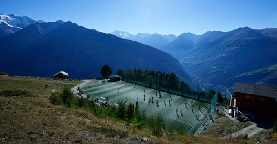 A 2 mil metros do nível do mar, o estádio Ottmar Hitzfeld, na Suíça, é o mais alto da Europa
