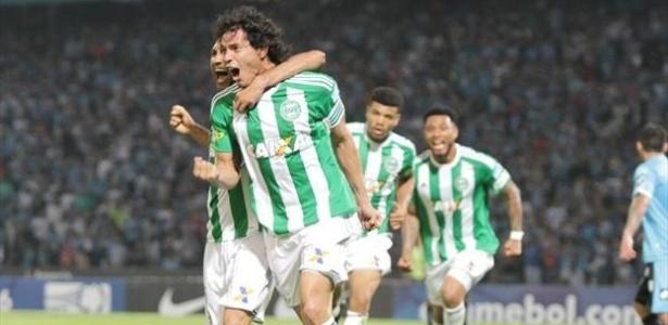 Nery Bareiro comemora gol do Coritiba sobre o Belgrano, pela Sul-Americana