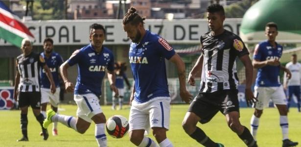 De falta, Sóbis inaugurou o placar para o Cruzeiro contra o Tupi em Juiz de Fora
