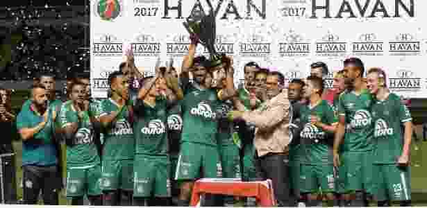 Vencedora do segundo turno de SC, Chape levou a Taça Sandro Pallaoro - Guilherme Hahn/AGIF