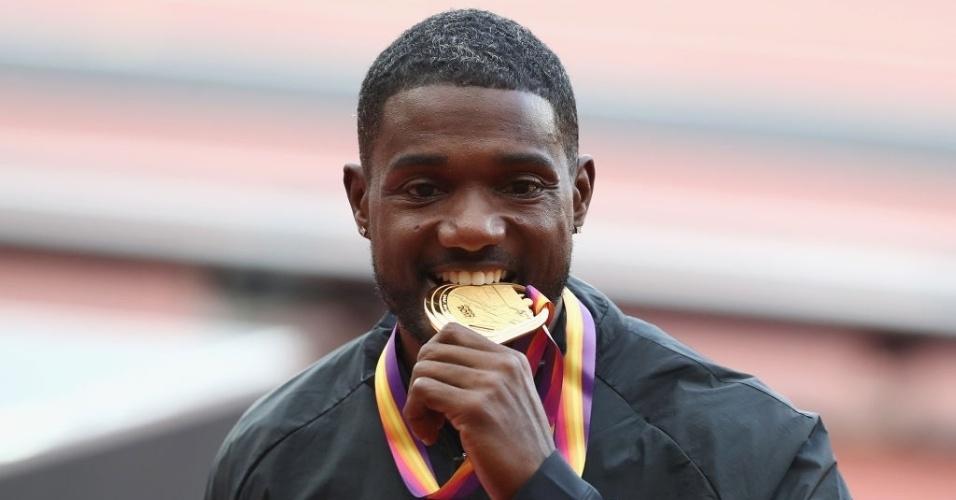 Justin Gatlin comemora a conquista do ouro nos 100m rasos no Mundial de Atletismo