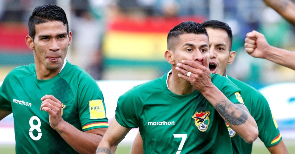 Juan Arce comemora gol marcado para a Bolívia contra o Chile