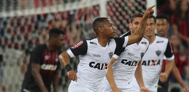 Robinho ficou quatro meses sem fazer gols e quebrou o jejum contra o Atlético-PR