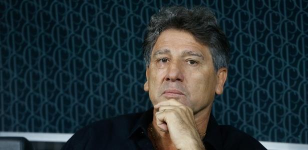 Renato Gaúcho gesticula em partida do Grêmio e reclama de arbitragem em final