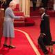 Mo Farah se torna 'sir' e ganha título de cavaleiro da rainha Elizabeth II